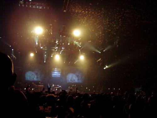 concert-confetti